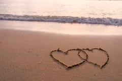 2 сердца нарисованного в пляже Стоковое фото RF