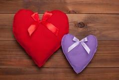 2 сердца на деревянной предпосылке Стоковая Фотография RF