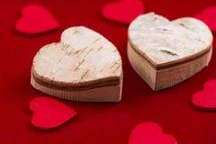 Сердца на красной предпосылке стоковая фотография rf