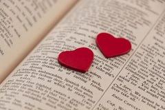Сердца на странице книги стоковое изображение rf