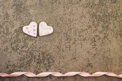Сердца дня 2 ` s валентинки St румяные на серой предпосылке Стоковая Фотография RF