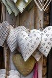 Сердца олова вися на окне Стоковое Изображение RF