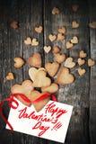 Сердца печений для дня и сообщения валентинки на белизне Стоковые Изображения