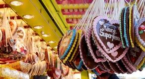 Сердца пряника на oktoberfest, традиционном немецком сувенире стоковое изображение