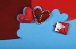 Сердца ремесла и искусства 2 войлока отрезали вне на сини Стоковые Фото