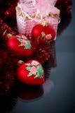 Сердца рождества красные с красной гирляндой Стоковые Фотографии RF