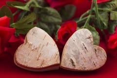 2 сердца с розами на заднем плане стоковое изображение