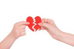 Сердце в руках 2 людей стоковые изображения