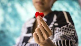 Сердце в руке Стоковые Фото