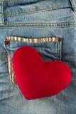 Сердце влюбленности на карманн джинсов Стоковое Фото