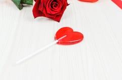 Сердце красного цвета леденца на палочке связанный вектор Валентайн иллюстрации s 2 сердец дня Стоковые Изображения
