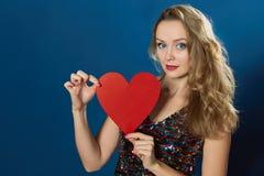 Сердце красного цвета предпосылки женщины дня валентинки St голубое Стоковая Фотография