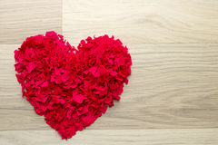Сердце красного confetti - предпосылки Стоковое Фото