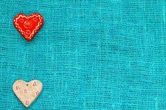 Сердце 2 на день ` s валентинки St предпосылки бирюзы Стоковые Фотографии RF