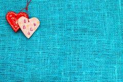 Сердце 2 на день ` s валентинки St предпосылки бирюзы Стоковое Изображение