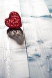 Сердце на деревянной предпосылке стоковое фото rf
