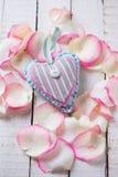 Сердце на деревянной предпосылке Стоковые Фотографии RF