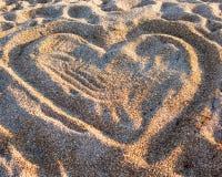 Сердце на песке на пляже Стоковая Фотография RF