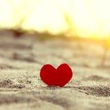 Сердце на песке стоковое изображение rf