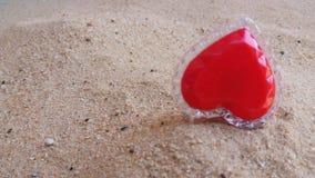 Сердце на Valentine& x27; день s к вам самостоятельно стоковое изображение rf