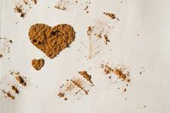 Сердце от какао, белой предпосылки Стоковые Фотографии RF
