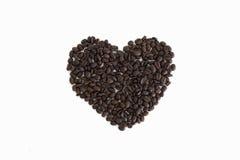 Сердце от кофейных зерен изолированных на белой предпосылке Стоковое Изображение RF