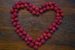 Сердце от поленики на деревянной предпосылке Стоковое Изображение