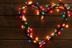 Сердце от светов рождества на деревянной предпосылке Стоковое фото RF
