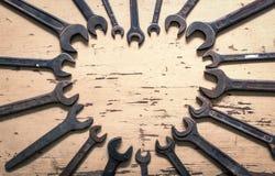Сердце от старого ключа на деревенской таблице на день отцов, папе самое лучшее Стоковые Фото