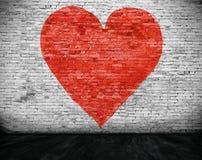 Сердце покрашенное на кирпичной стене Стоковое фото RF