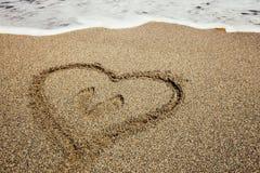 Сердце покрашенное на пляже песка Стоковое Изображение RF