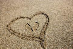 Сердце покрашенное на пляже песка Стоковая Фотография