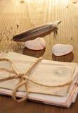сердце помечает буквами связанный камень Стоковая Фотография RF