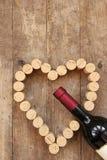 Сердце пробочки бутылки вина и вина Стоковые Фото