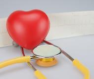 Сердце с стетоскопом Стоковые Изображения