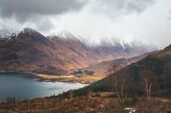 5 сестер гор Kintail, зоны Duich озера, шотландского Hig стоковая фотография rf