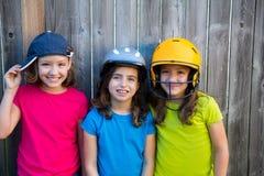 Сестра и друзья резвятся усмехаться портрета девушек ребенк счастливый Стоковое Изображение RF
