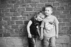 сестра портрета брата напольная Стоковое Фото