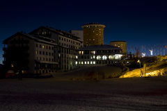 Сестриере к ноча на голубом часе Стоковые Изображения