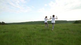 2 сестры бежать и имея потеха в луге акции видеоматериалы