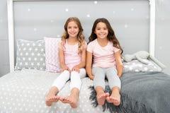 Сестры более старые или более молодой главный фактор в братьях имея более положительные эмоции Преимущества имея сестру Сестры де стоковая фотография rf