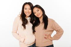 2 сестры дам азиата довольно жизнерадостных Стоковые Фото