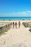Сестры на пляже Стоковое Изображение RF