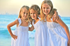 Сестры на пляже Стоковая Фотография