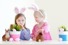 2 сестры нося уши зайчика на пасхе Стоковое Изображение RF