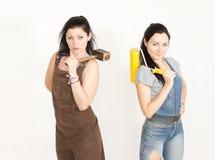 2 сестры представляя пока восстанавливающ Стоковые Фото