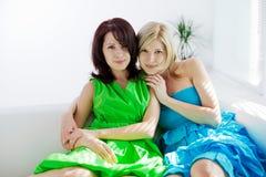 сестры 2 девушок счастливые Стоковое Изображение