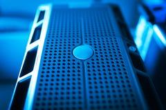 Сетевые серверы в комнате комнаты данных отечественной стоковое фото