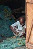 Сети починка рыболова Стоковые Фотографии RF