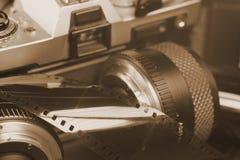 Сетноая-аналогов камера с объективами Размером с небольш фильм фото стоковая фотография rf